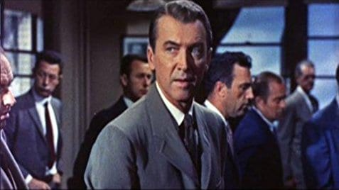 "James Stewart em cena do filme ""A Historia do FBI""."
